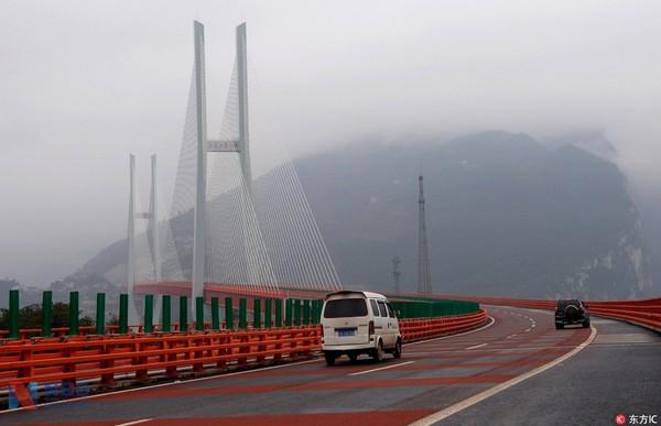 中国花10亿造大桥是世界最高 英美网友炸开了锅:造价太低!