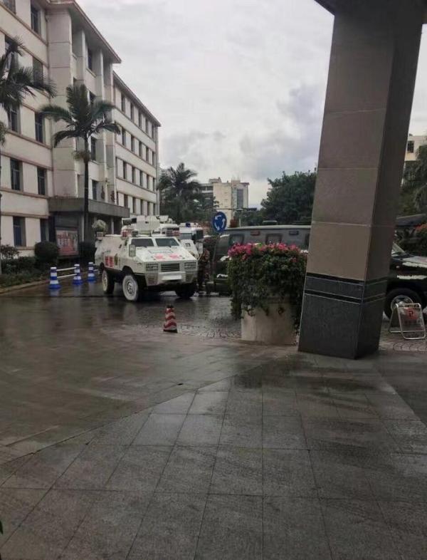 市委书记张剡、市长李建勤受伤,经送往医院抢救检查后无生命危险。