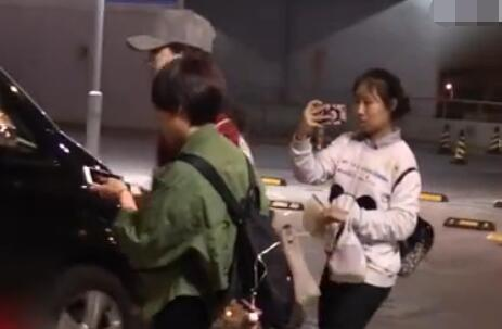 蒋欣无视虹桥一姐跟拍 虹桥一姐龚玉雯真的是粉丝界毒瘤吗