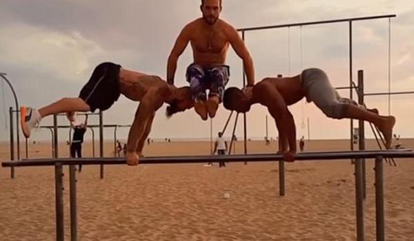 美国三男子做俄式俯卧撑游刃有余 秀惊人平衡力