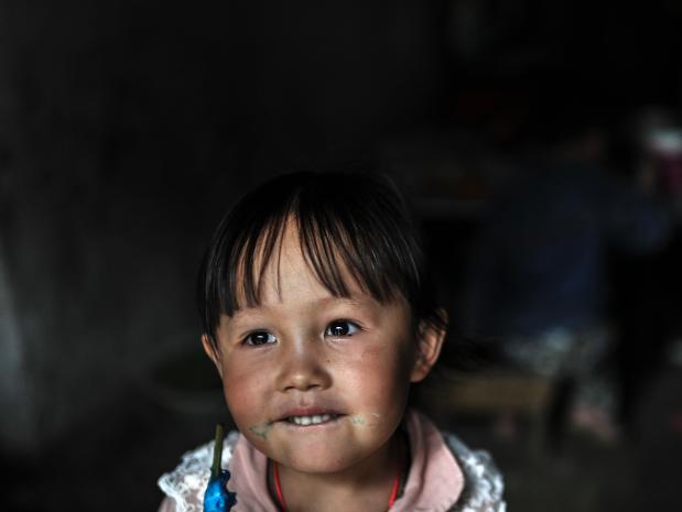 中国农村家庭的女人们:丈夫在外打工一年仅回来一次
