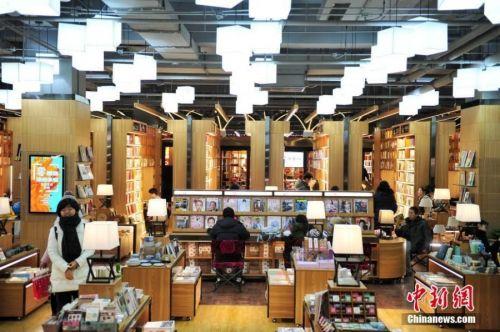 蒸汽火车头开进书店 沈阳这家书店里有火车还有旋转木马