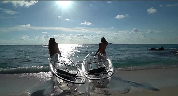 新奇!美国公司推出透明皮划艇 可观船下景色