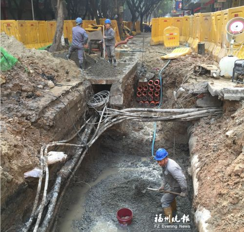 西洪路正在铺设管网。