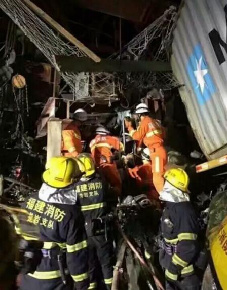 厦蓉高速龙岩段施工桥梁掉落 7人受伤