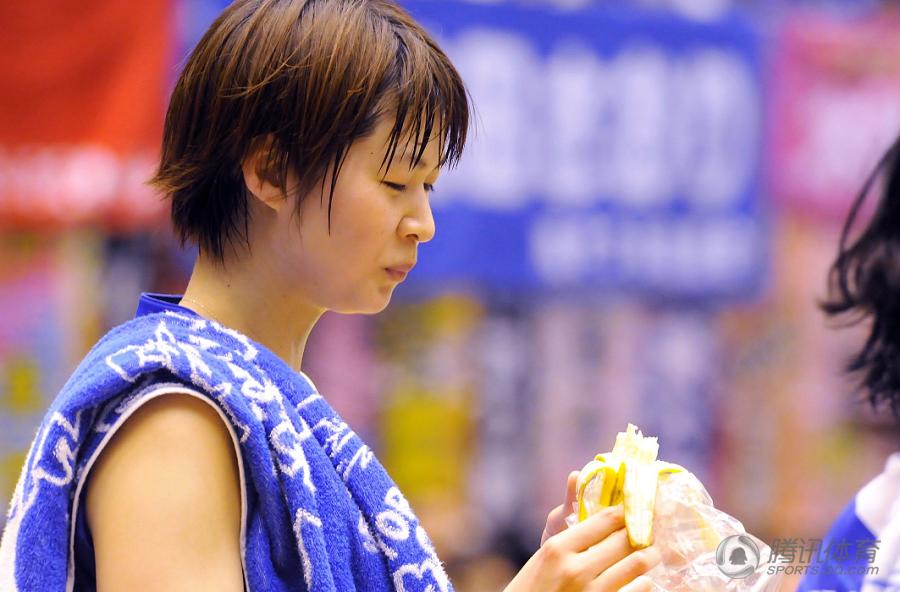 组图:排球女神木村已成人妻 男粉丝心中流泪