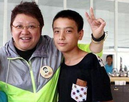 韩红19岁儿子韩厚厚(潘子灏)近照曝光 曾因他错过两段婚姻