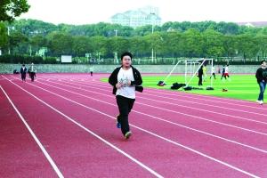 为捐造血干细胞 95后大学生每天跑操场10圈