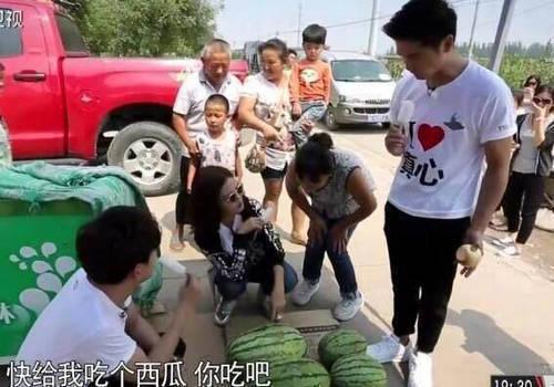 赵薇农村买西瓜 却被卖瓜大姐强摘眼镜