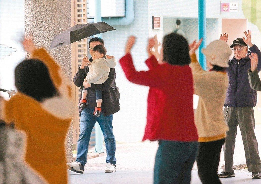台湾老年人口首度超过幼年 60%县市老龄化严重