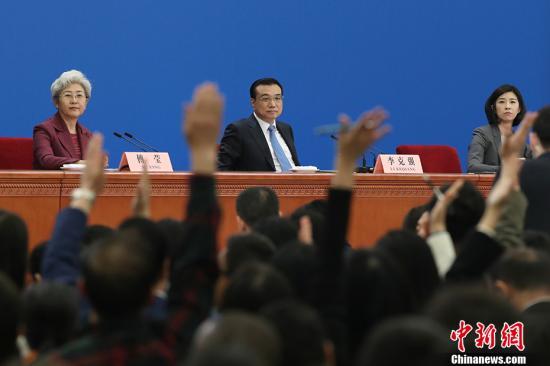 """李克强:中国经济""""硬着陆""""论可以休矣"""