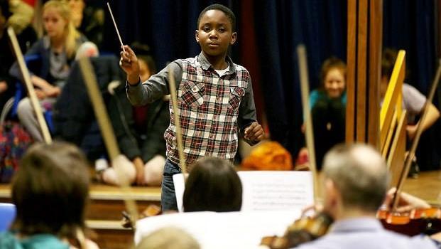史上最年轻!英国11岁音乐神童将指挥交响音乐会