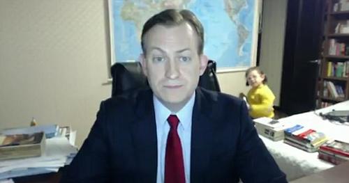 美外交专家直播遭儿女抢镜 一家人受访谈趣事