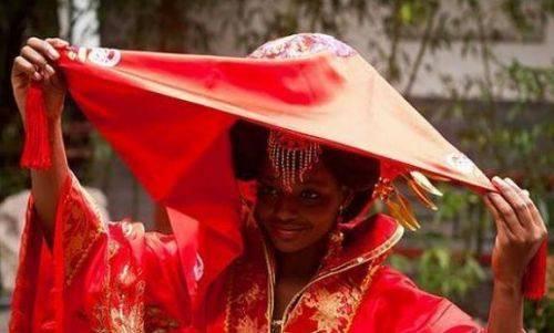 大爷娶非洲新娘真相是什么?非洲新娘多少钱?非洲为何有儿童新娘?