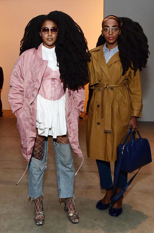 西普里亚纳在《时尚》杂志的采访中称,在她模特生涯开端时,她认为整齐的波浪式发卷更受喜爱,而自己的蓬松发质则是事业发展的阻碍。但是后来,她和她的姐姐勇敢地留起了她们自然的头发,逐渐成为独具特色的时尚偶像。