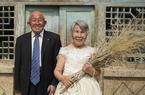 陕西一对老夫妻耄耋之年拍婚纱照