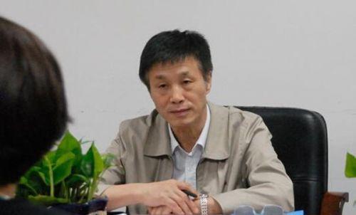 食药监总局官员尹红章获刑10年 九家药企向其行贿 尹红章简历