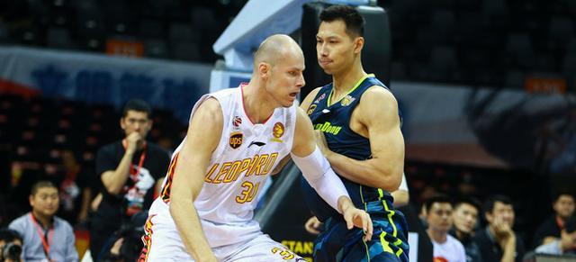 兰佩:易建联是最好的中国球员之一 CBA很像NBA