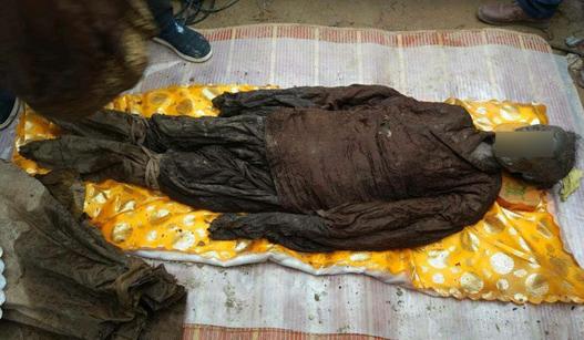 河南挖出500年前古墓 尸体官服完好