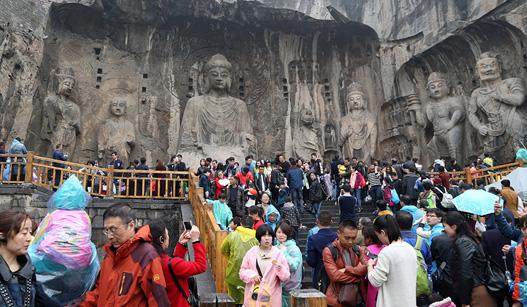 清明假日全国接待游客0.93亿人次