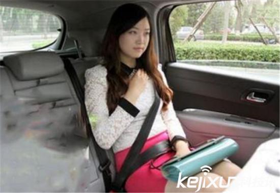 网约车偷拍女乘客走光 发微信群狼友围观太龌蹉
