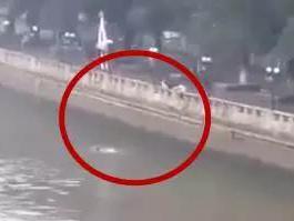 20岁小伙为自拍发朋友圈 掉进珠江还不会游泳