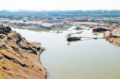 河道非法挖沙岸边塌陷 沁河济源段北岸流失大片耕地