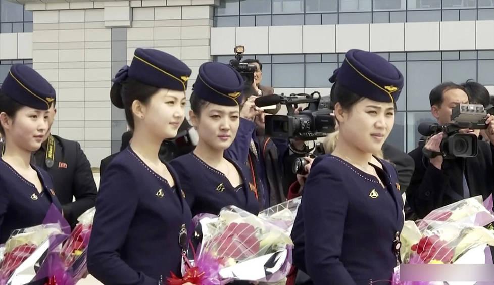 朝鲜空姐着新制服亮身机场 身材高挑吸睛无数 朝鲜空姐服务好吗?