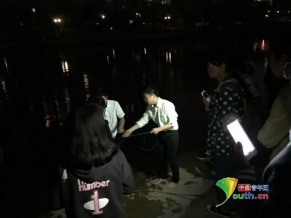 学生情侣落水溺亡背后真相 事发湖南中医药大学新月湖