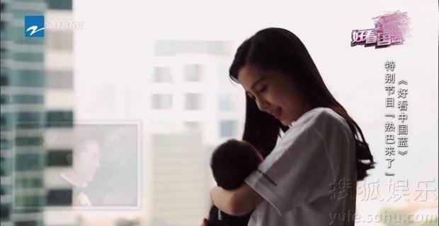 《奔跑吧》新一季开播baby儿子亮相了!侧脸俊俏乖巧安静