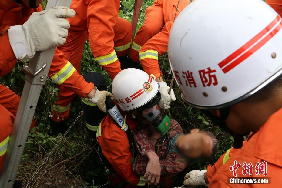 广西一男孩坠入15米深水井 泡了一夜后被发现
