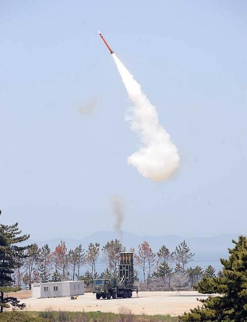 """朝鲜刚射导弹 韩便宣布自造韩版""""萨德"""""""