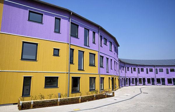 英国住房危机紧张 英公司将工厂改造为木制房屋应对住房危机