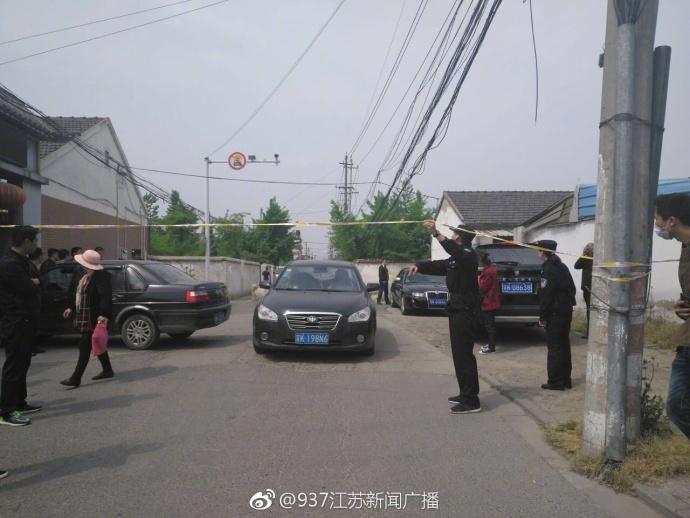 江苏扬州一人拿刀捅伤四五人是为什么?嫌疑人因家庭矛盾杀亲后自残