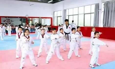 福州富豪圈究竟如何教育孩子?最近一群萌娃网红揭开惊人秘密……