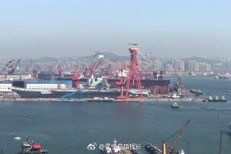 中国首艘国产航母开始下水 范长龙出席仪式并致辞