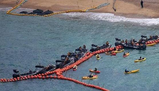 日本填海为美军建基地 民众乘坐十几只皮艇前来抗议
