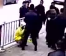 送餐员被城管围殴
