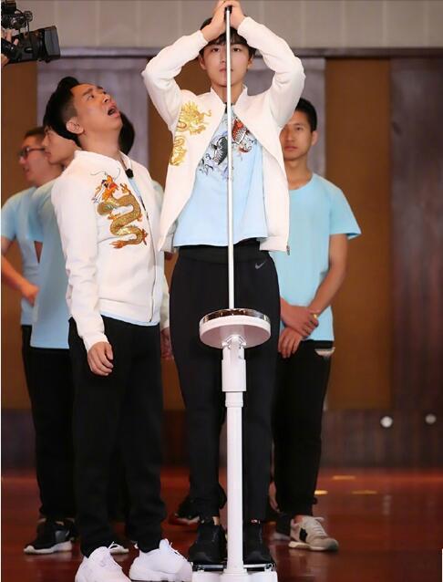 高能少年团身高体重大曝光 王俊凯身高182体重仅58粉丝心疼太瘦