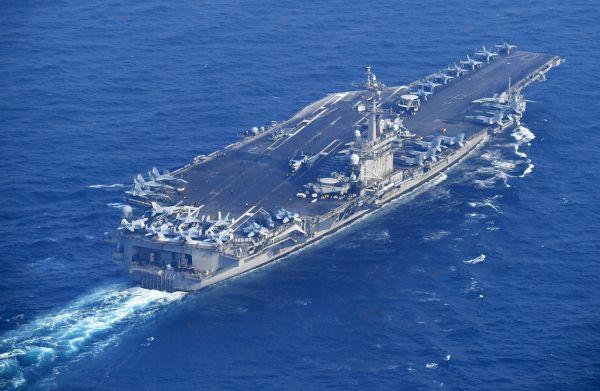 """29日,美国""""卡尔·文森""""号航母从长崎县海域进入日本海。(路透社)"""