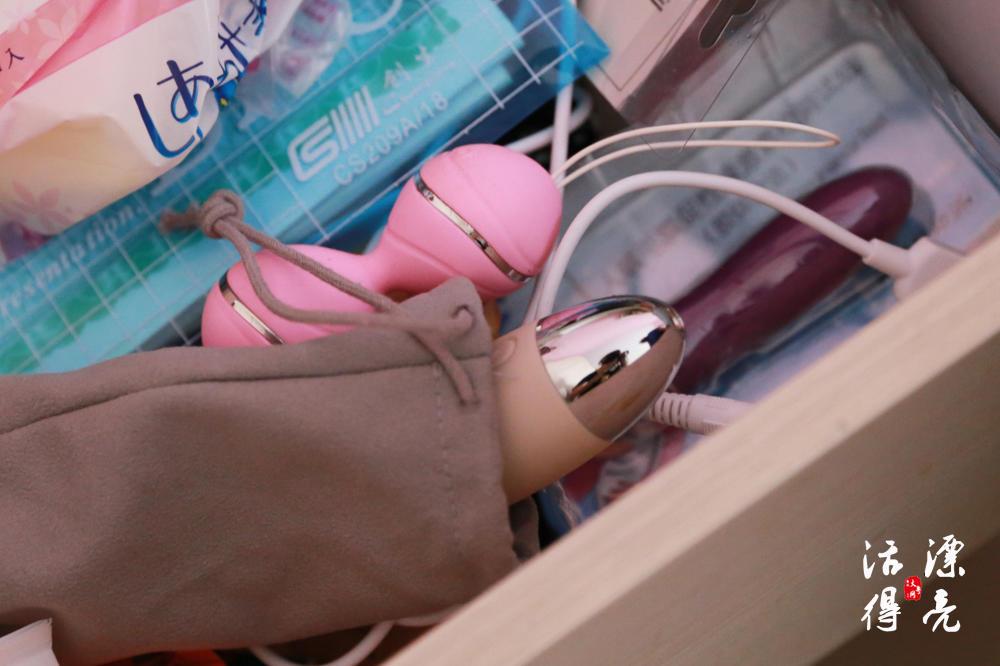 女老师兼职测评情趣用品 韩国的安全套、日本的牛郎店她都懂(2)