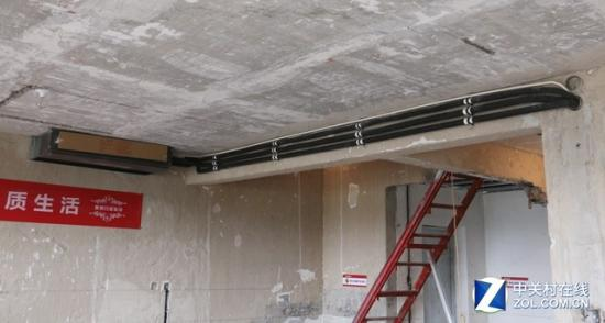 家用中央空调的安装过程需随装修同步进行   2、面积较小的户型   如果是小户型,家庭住宅面积较小(比如 小面积户型没必要安装家用中央空调   3、层高过低的户型   这一电主要是针对一些较老的小区,早期的楼房,层间距较矮,屋里的高度也极其有限(比如 家用中央空调的嵌入式安装占据吊顶高度   总结:对于上述的三种情形的家庭或户型,笔者建议不要安装家用中央空调。不论是从可行性、舒适性以及经济角度都不是最佳选择,反而安装分体式空调成为了更好的解决方案。至于其它户型理论上都完全可以进行安装,尤其是像别墅、