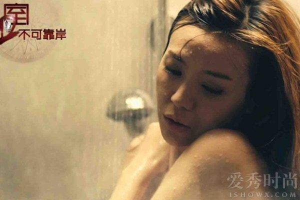 周韦彤跳水秀泳衣脱落秀胸 周韦彤泳衣脱落疑似走光【图】(3)