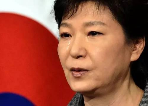 由于韩国历史上有一段被日本殖民的苦难历史,部分韩国人有着一股对日的敌对情绪,但也有部分人在美国的影响下,在军事和安全领域对与日本合作持务实立场。