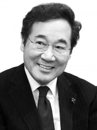 韩国新总理李洛渊乘火车接受任命 李洛渊个人简介家庭背景