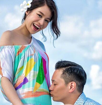 胡杏儿母亲节宣布怀孕 狂晒宝宝B照显露满满爱意