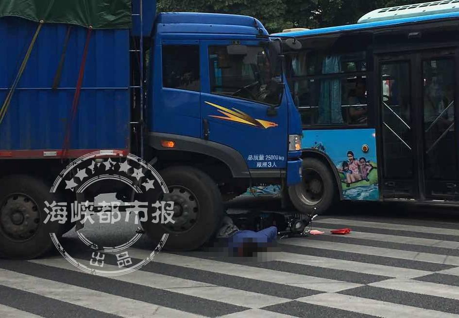 突发!福州上渡货车撞电动车骑手身亡 这路口1年内3起车祸