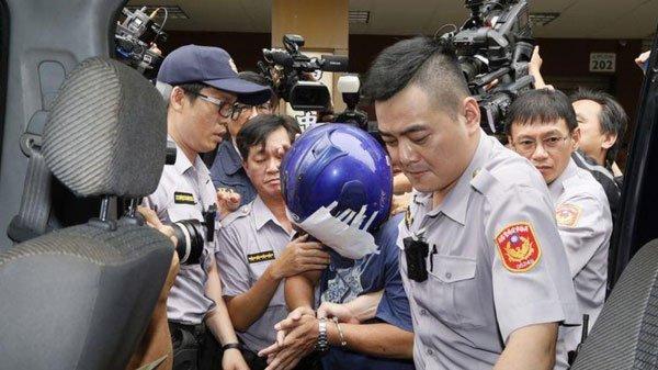 台湾高雄女子被哥哥用菜刀砍头 临死前跪地求饶