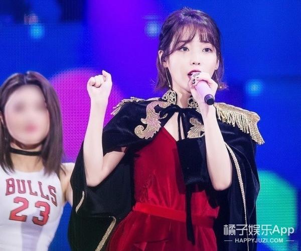 男粉丝直播中对着IU照片意淫伸舌头被炮轰,竟然还是个惯犯!
