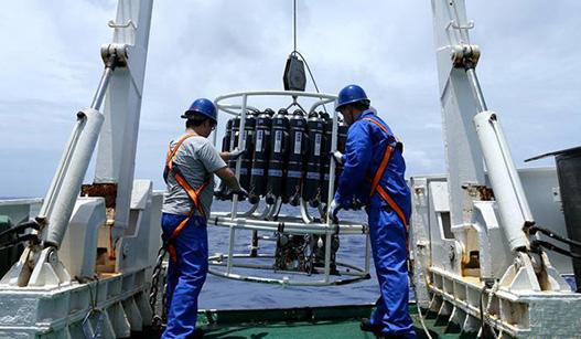 """""""蛟龙""""号抵达马里亚纳海沟 在世界最深处下潜"""